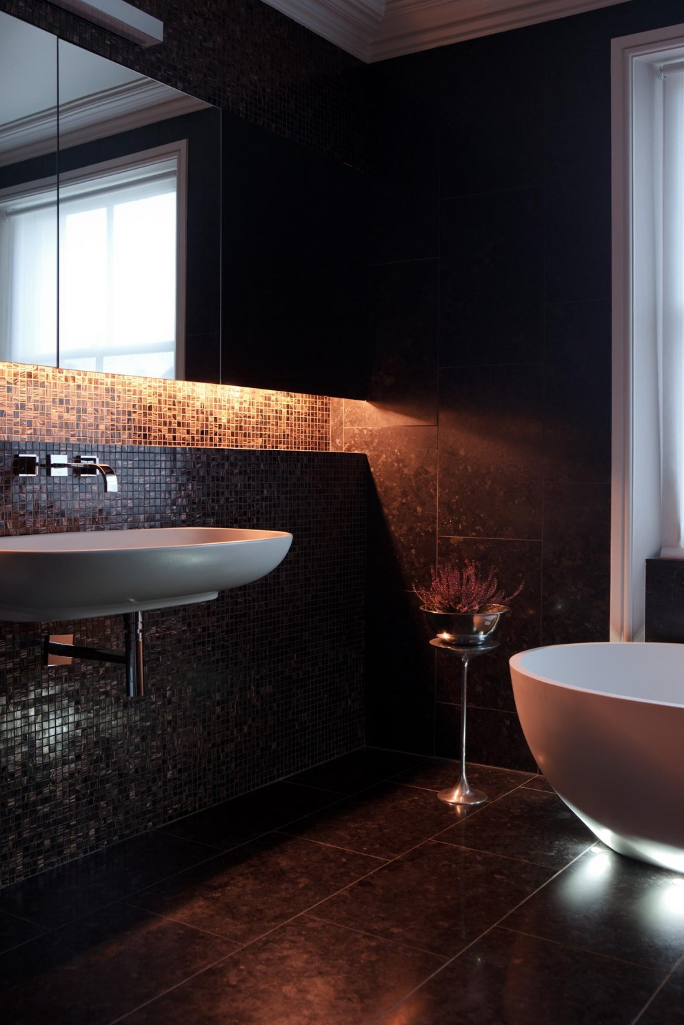 Notting Hill Residence | Bathroom | Interior Designers