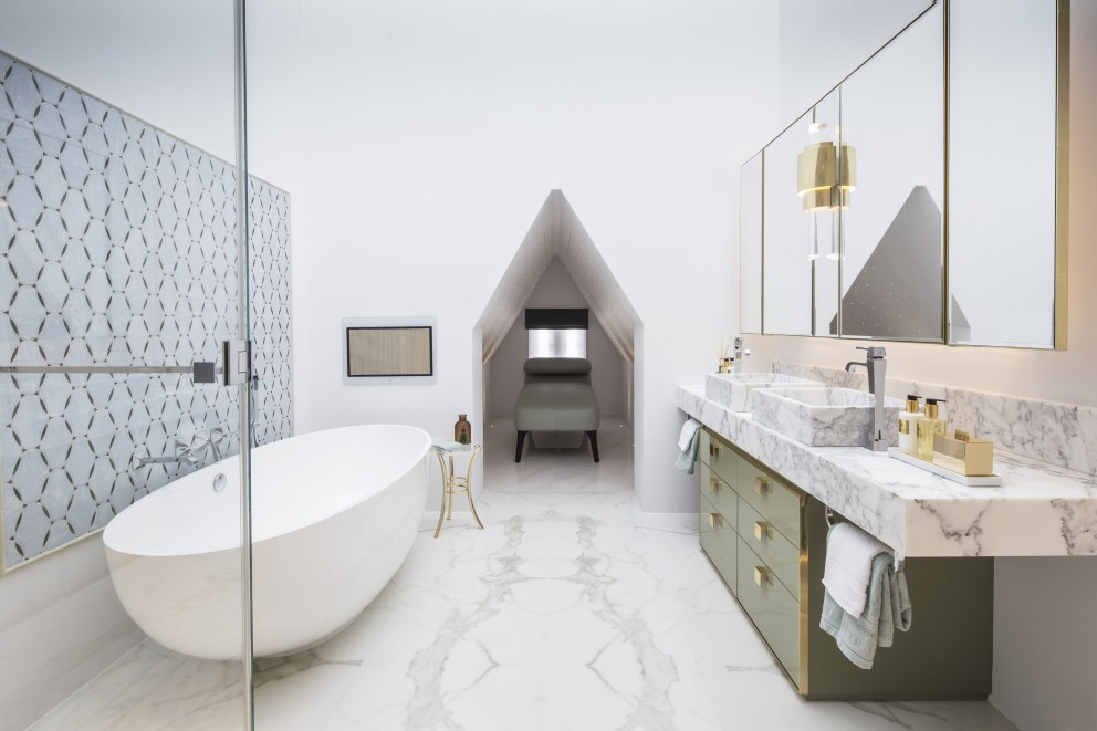 Chelsea duplex apartment | Master Bathroom | Interior Designers