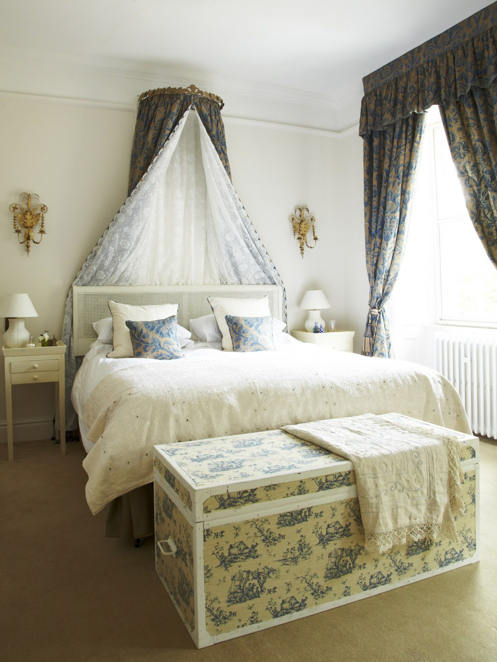 Oxford Manor House | Guest Bedroom | Interior Designers
