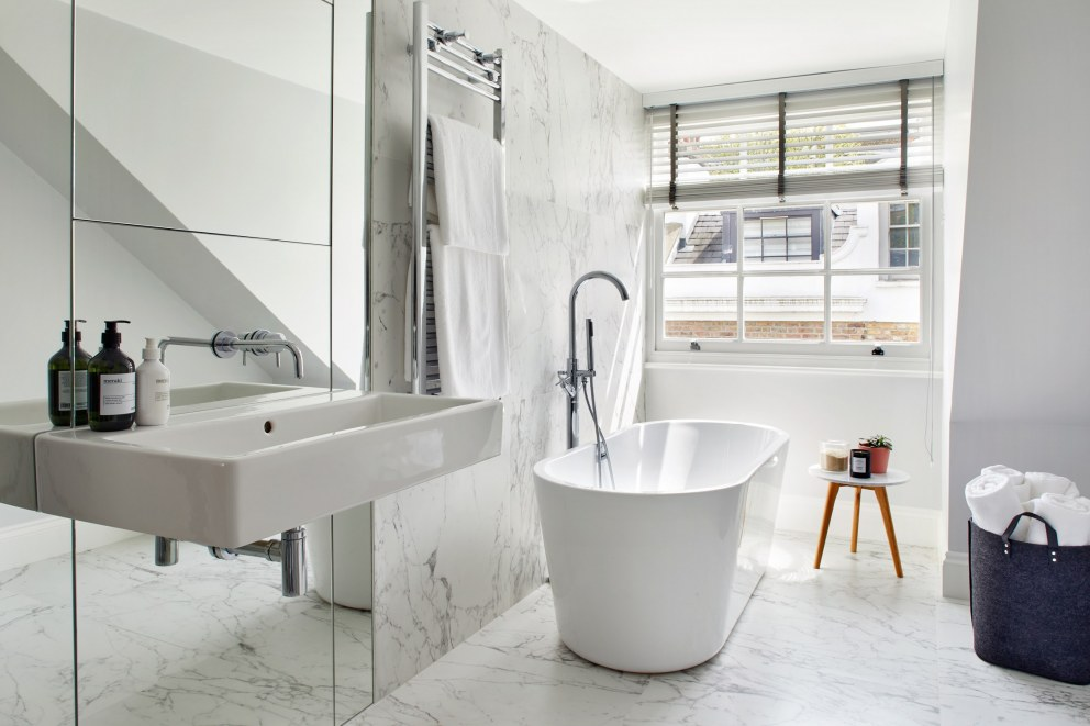 Notting Hill Mews  | Attic Bathroom  | Interior Designers