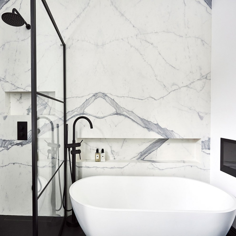 Abbeyville Road | Master bathroom bath | Interior Designers