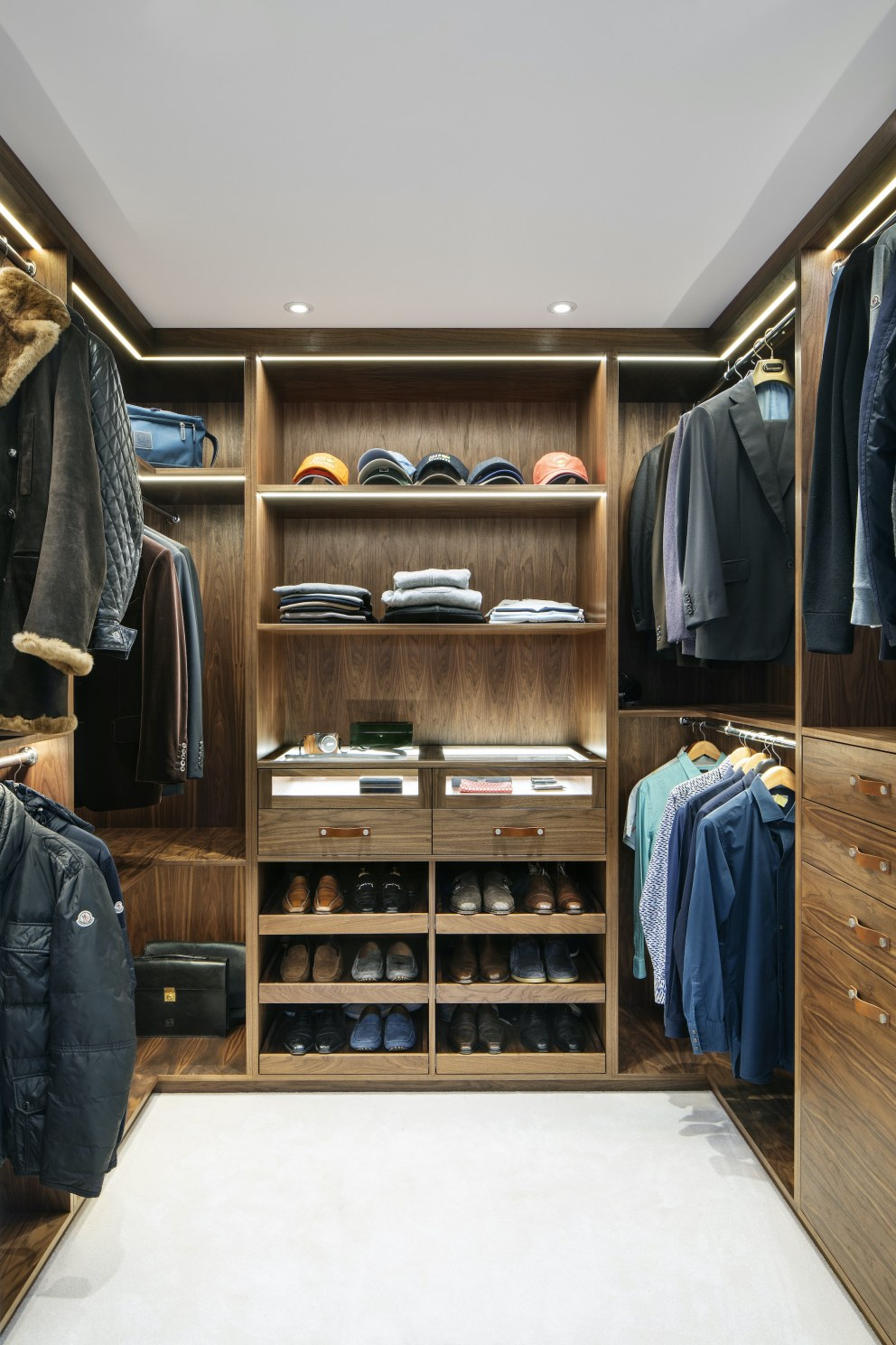 Hutton Mount | Dressing room | Interior Designers
