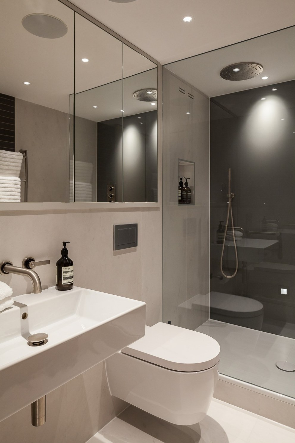 Butlers Wharf | 0222_ButlersWharf_GuestBathroom | Interior Designers