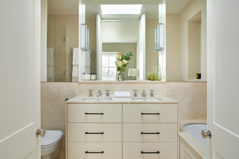 Notting Hill Bachelors Flat | Master Bathroom | Interior Designers